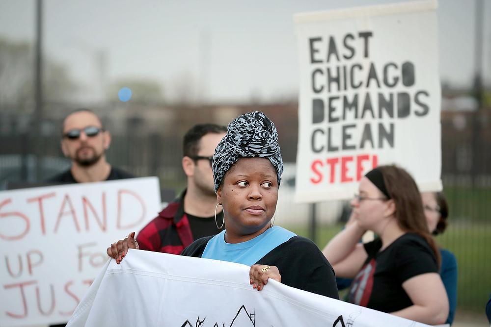 Photo of environmental activists protesting outside Carrie Gosch Elementary School before a visit by EPA Adminstrator Scott Pruitt on April 19, 2017 in East Chicago, Ind.