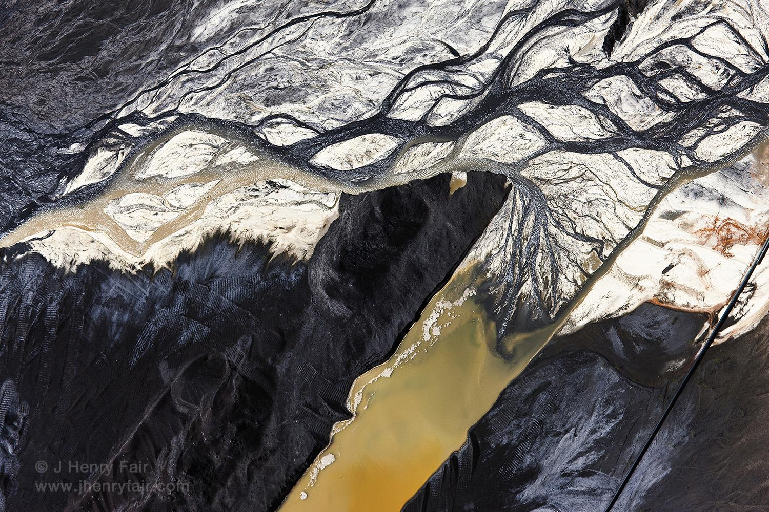 Immiscible, Coal ash and desulfurization waste at power plant in Pineville, South Carolina, USA, 2009.